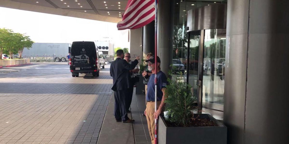 Patriotic Bama fan honors America, Coach Saban