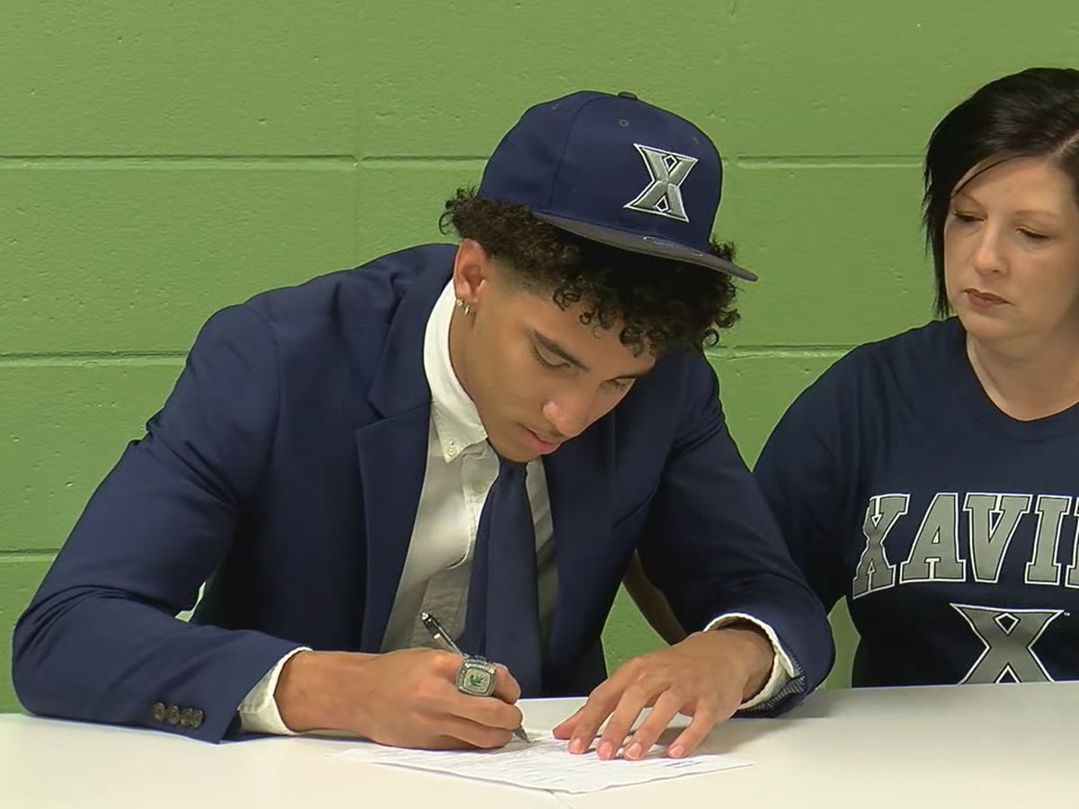 Mountain Brook's Colby Jones signs basketball scholarship with Xavier University