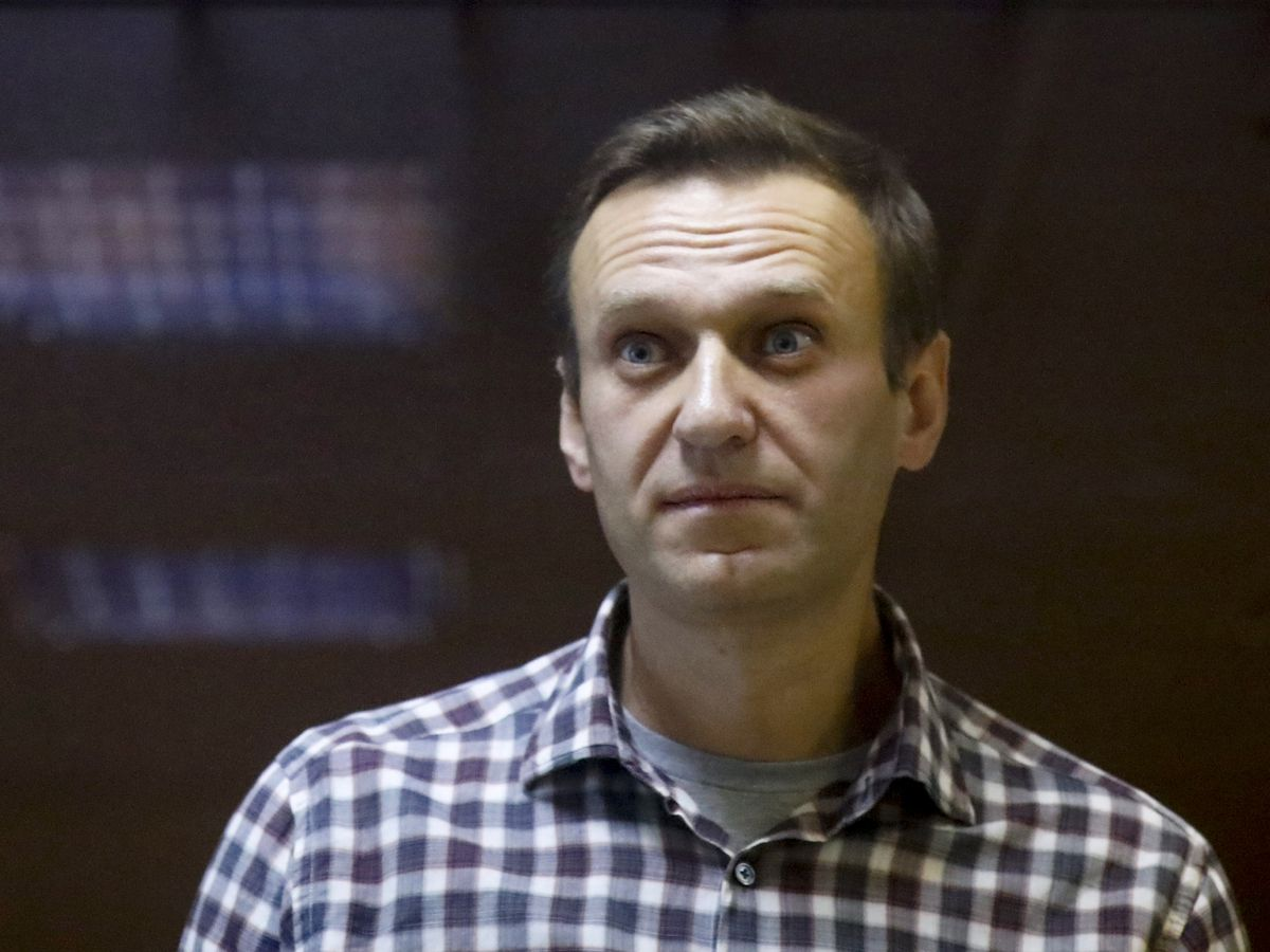 Navalny's team calls for protests amid reports of failing health