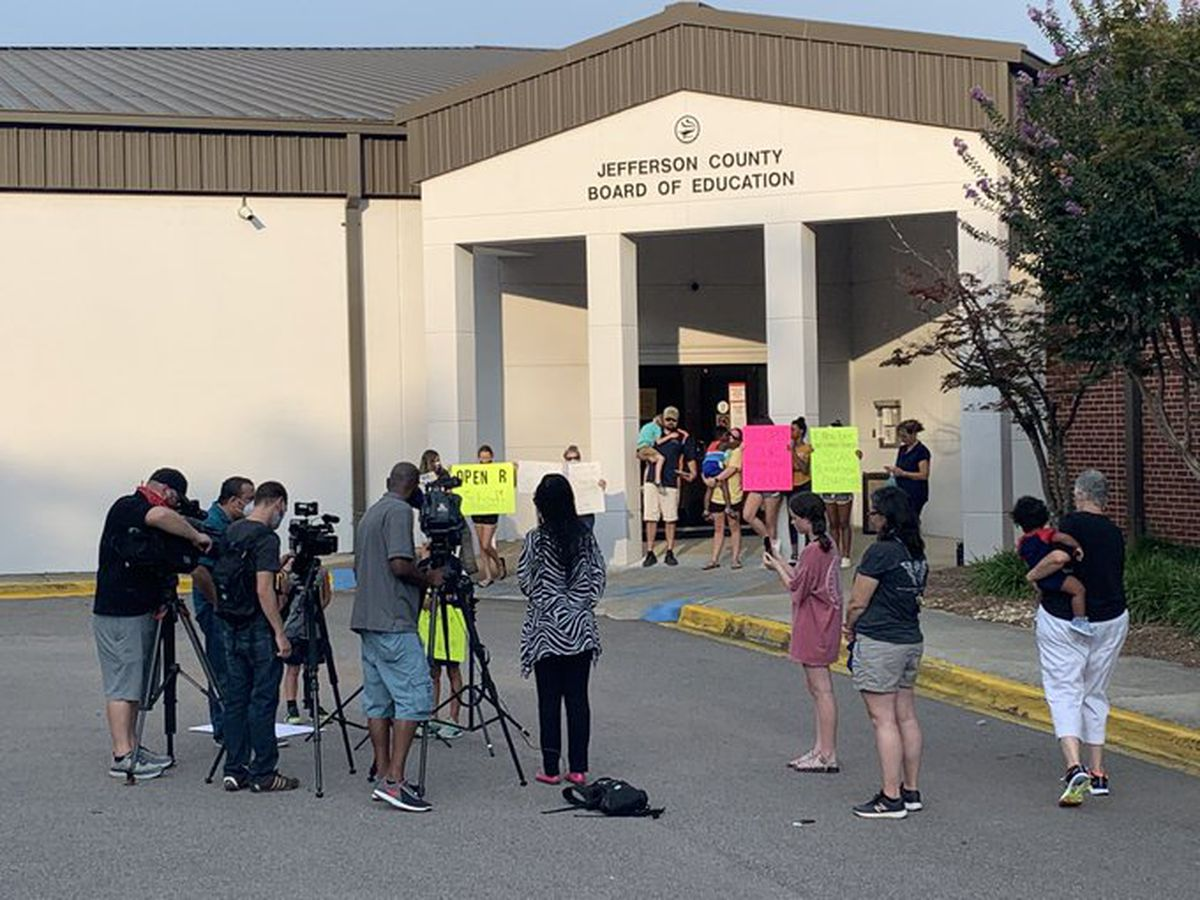 Parent protesters lobby Jefferson County Schools to offer in-person choice