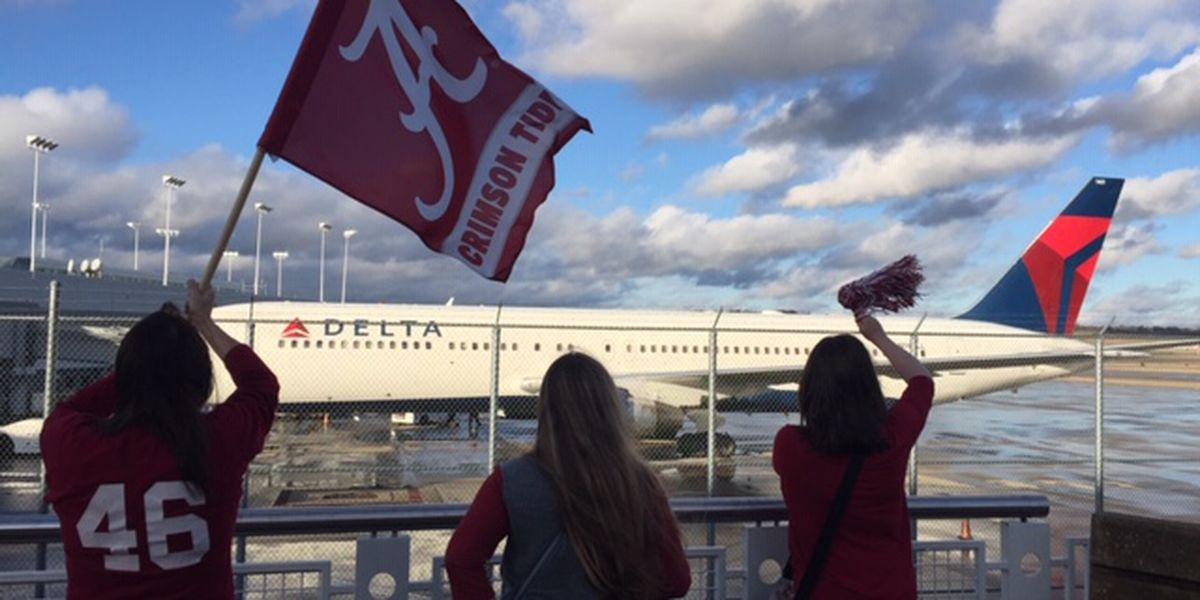 VIDEO: Alabama arrives at B'ham airport to head to California