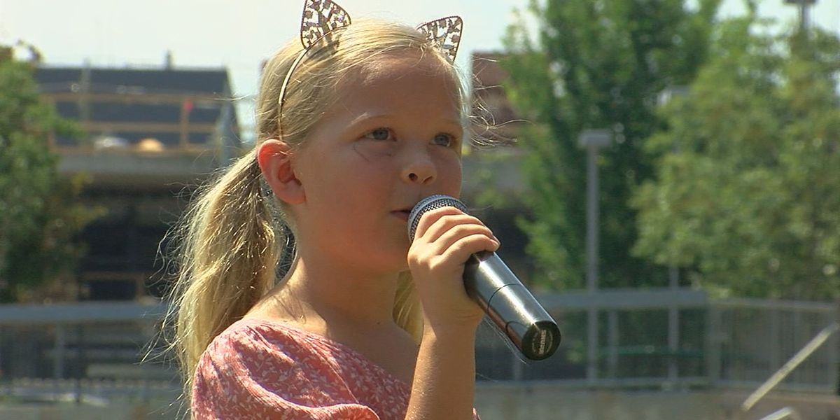 Young singers perform National Anthem at Regions Field