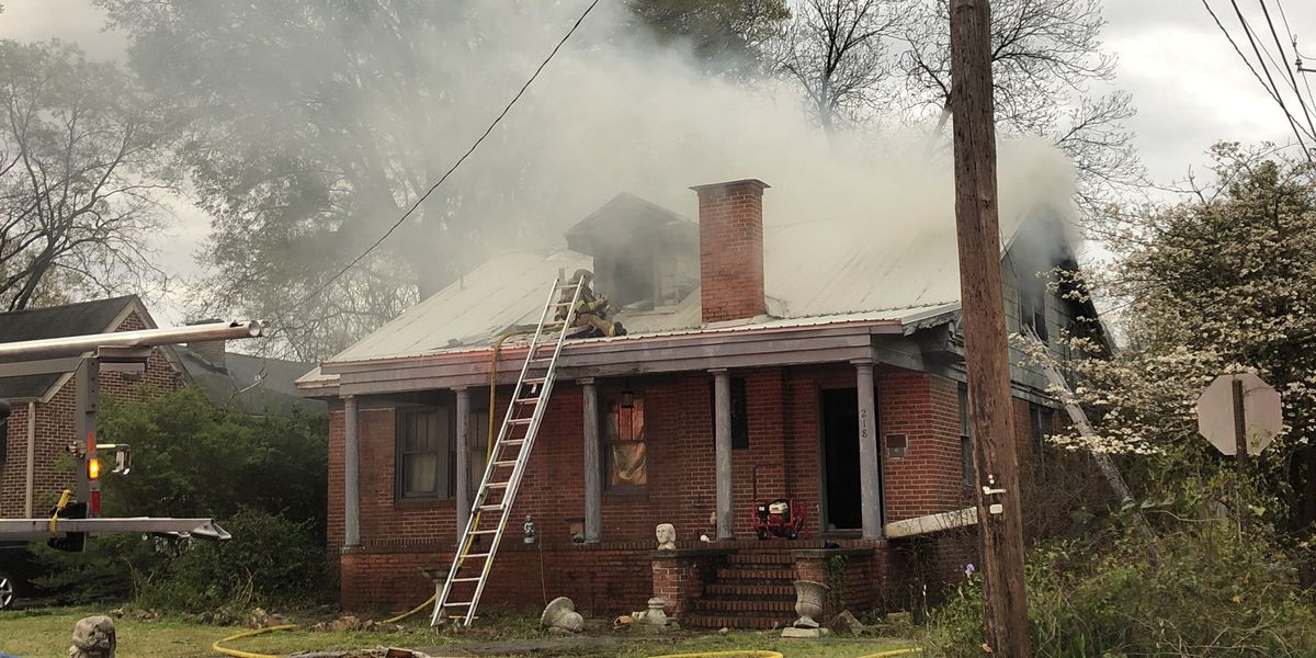 Gadsden house fire sends 2 firefighters to hospital with burns