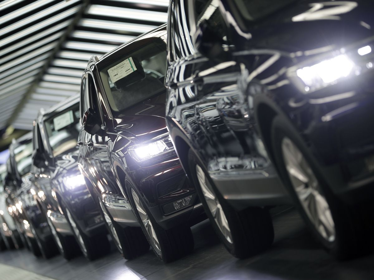Mass survey shows Germans are clinging to their cars