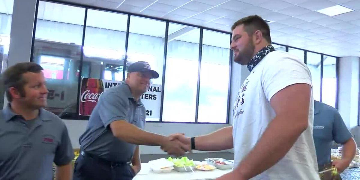 Landon Dickerson honors firefighters in Tuscaloosa before heading to NFL