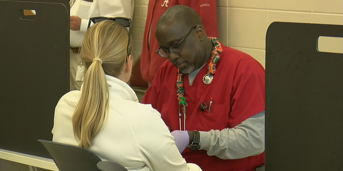 Students show appreciation for law enforcement officers through blood drive