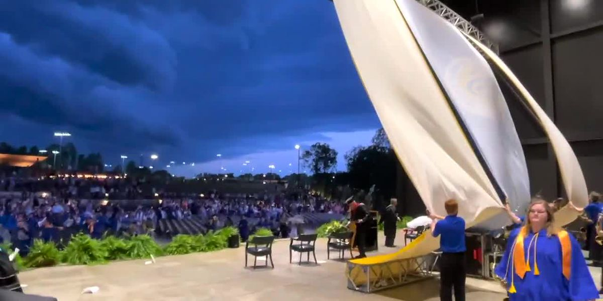 High winds at Snead State's Graduation Ceremony