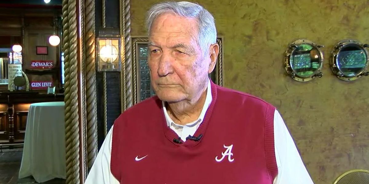 Karle's Korner: Gene Stallings lends a hand to the RISE Center