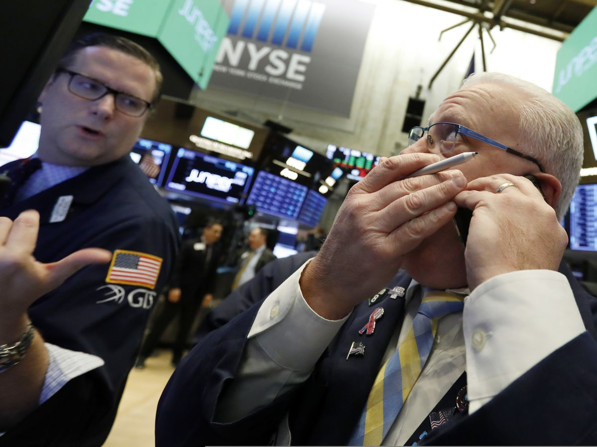 US stocks are mostly higher early trading; Oil price slumps