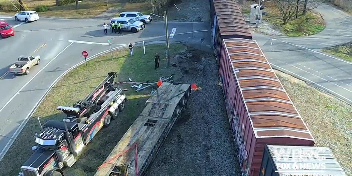 Train collides with tractor trailer in Pelham