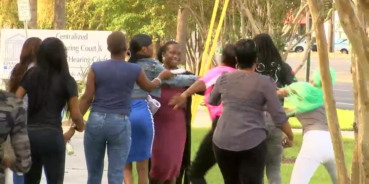RAW VIDEO: Fight erupts outside courtroom after preliminary hearing in murder case