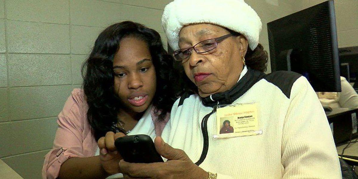 Wenonah High School seniors teach senior citizens how to use smartphones, social media