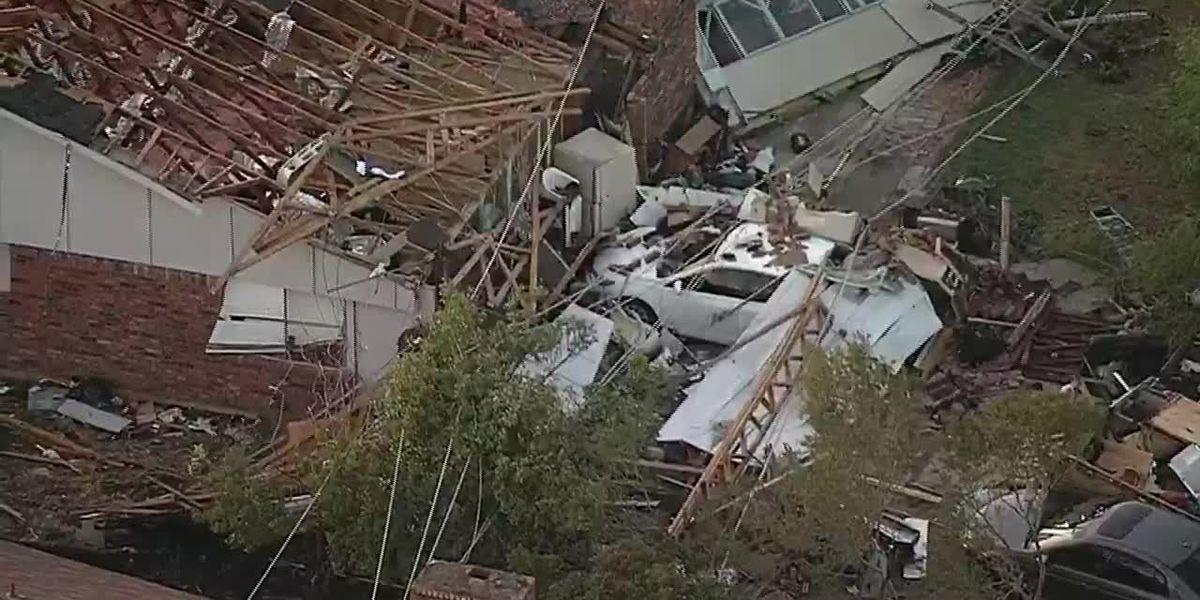 Tornado slams Dallas; tree falls on Arkansas home, killing 1