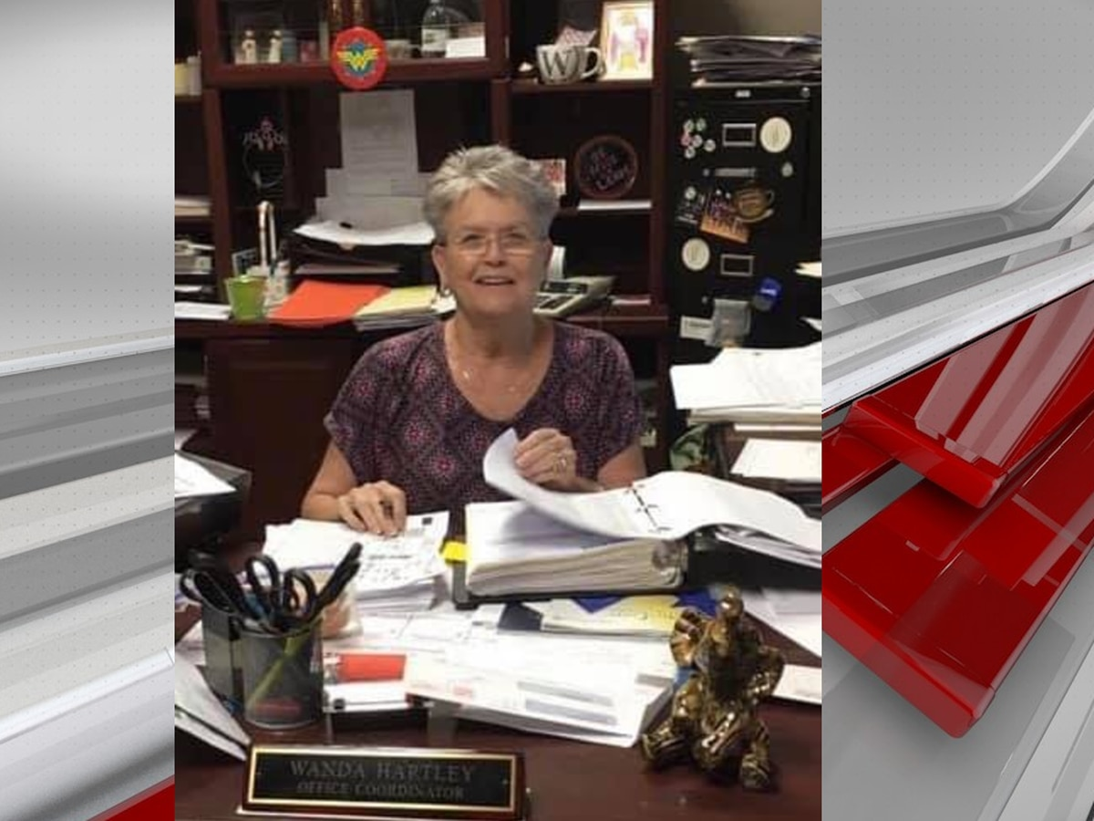 Hueytown HS office coordinator dies from COVID-19