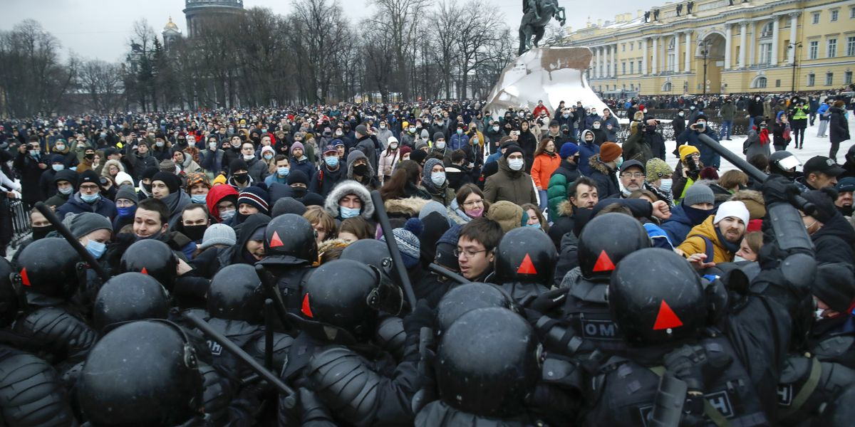 2,100 arrested at protests demanding Navalny's release