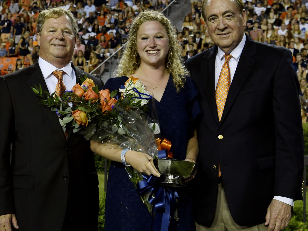 Auburn crowns homecoming queen