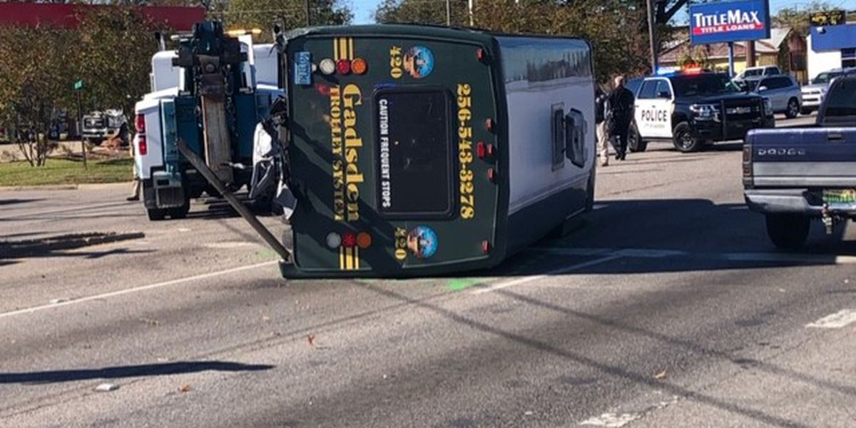 6 people hurt after Gadsden trolley overturned