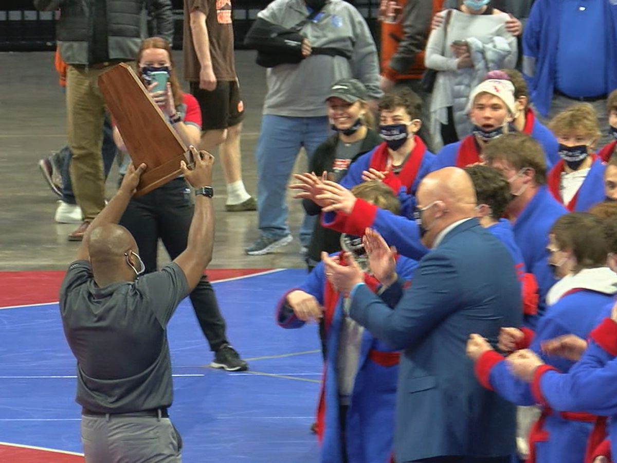 Vestavia Hills knocks off 3-time defending state champs, Thompson, for 7A wrestling title
