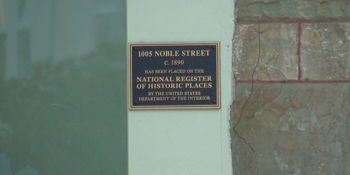 Downtown Anniston historic buildings have plaques on them