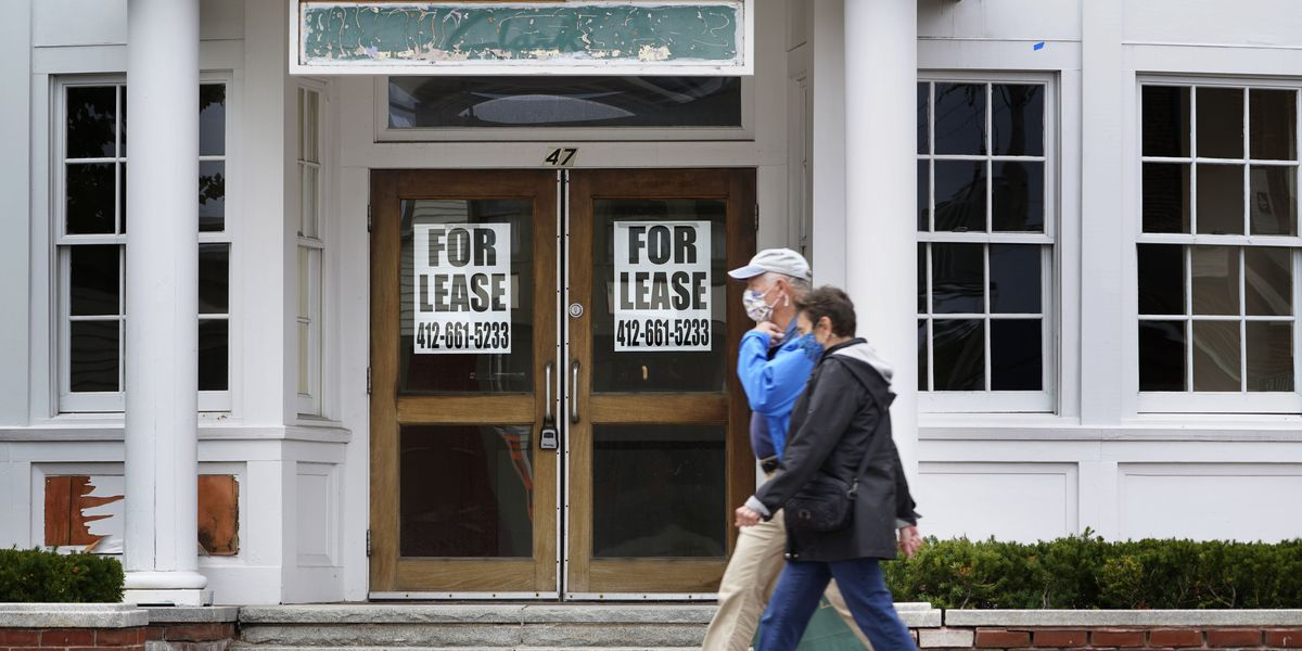 US jobless claims rise to 898,000 with layoffs still high