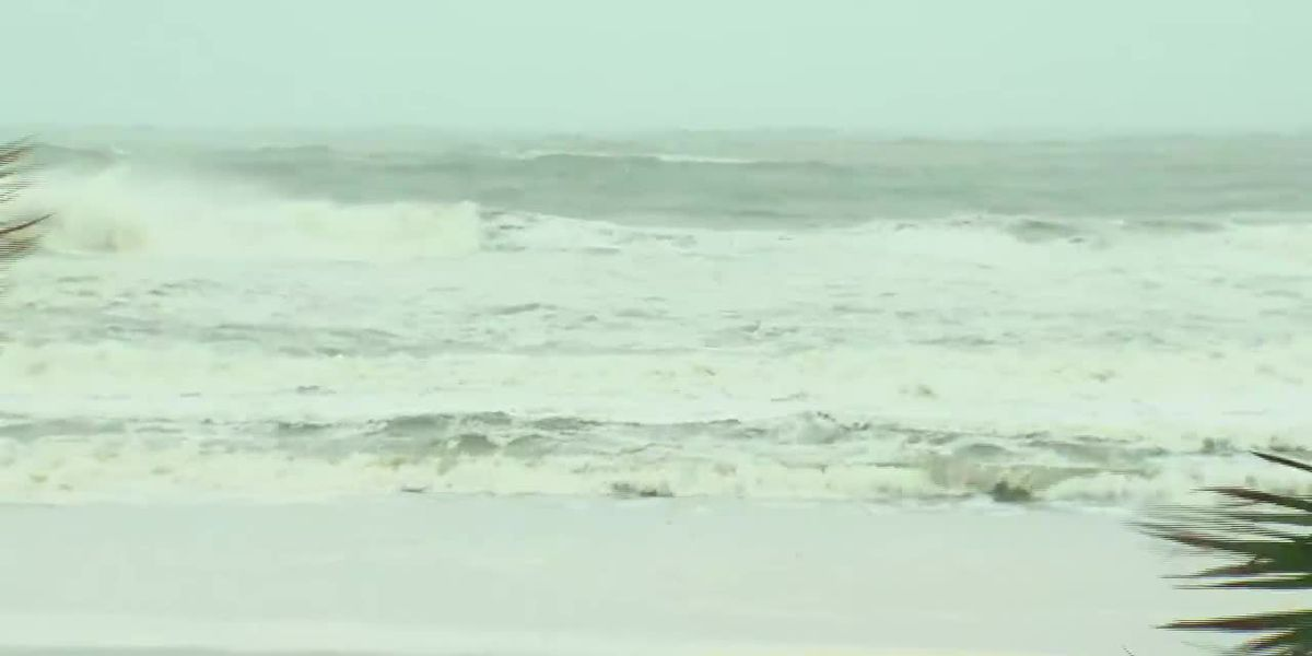Heavy wind and rain pound Gulf Shores, Orange Beach adds curfew