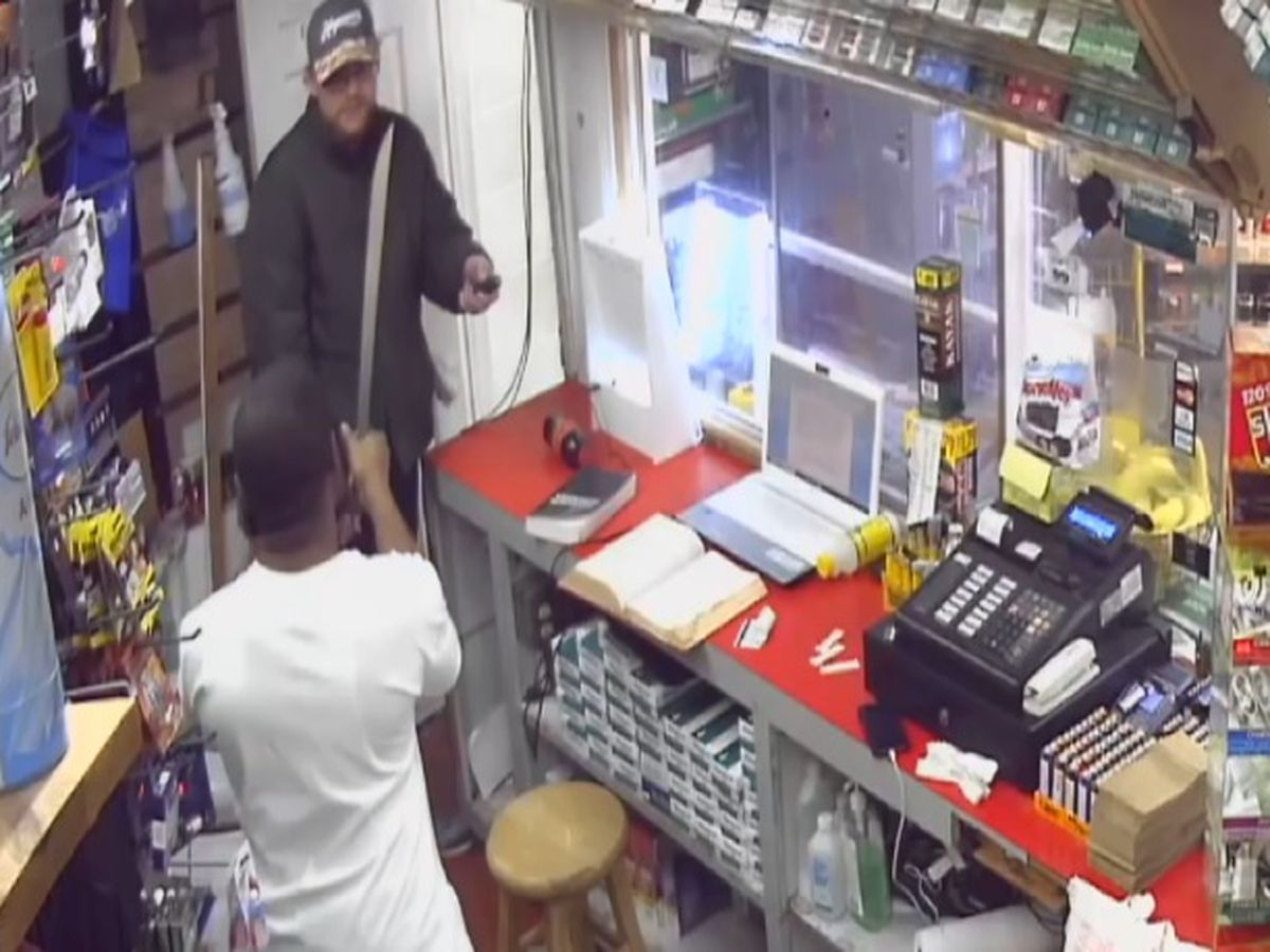Machete-wielding clerk fends off knife-wielding suspect at AL gas station