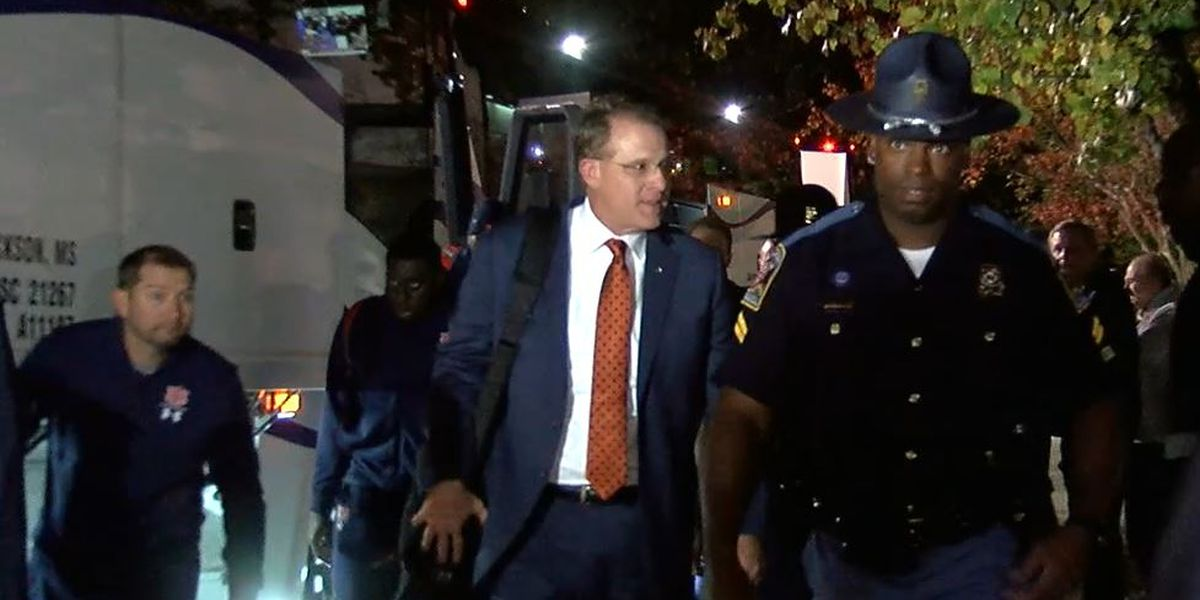 Auburn arrives at team hotel ahead of Iron Bowl