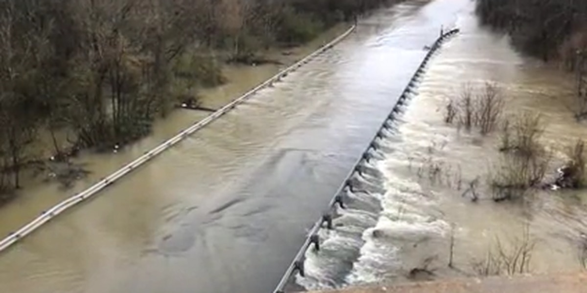 Flooding closes road, forces evacuation in East Alabama