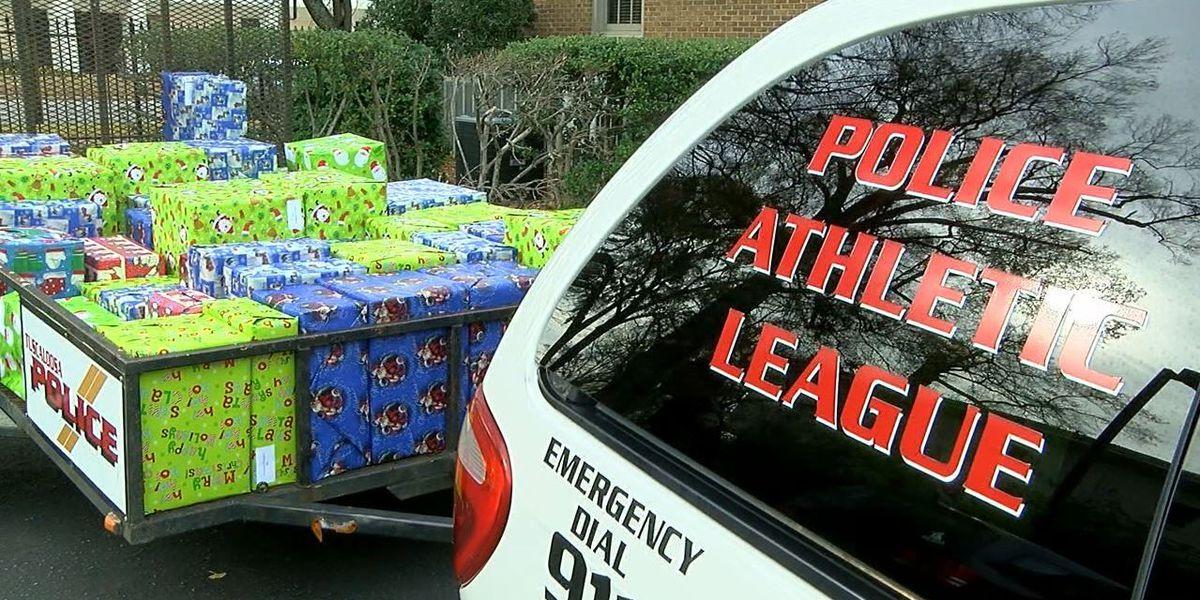 tuscaloosa pd hands free christmas gifts to area kids
