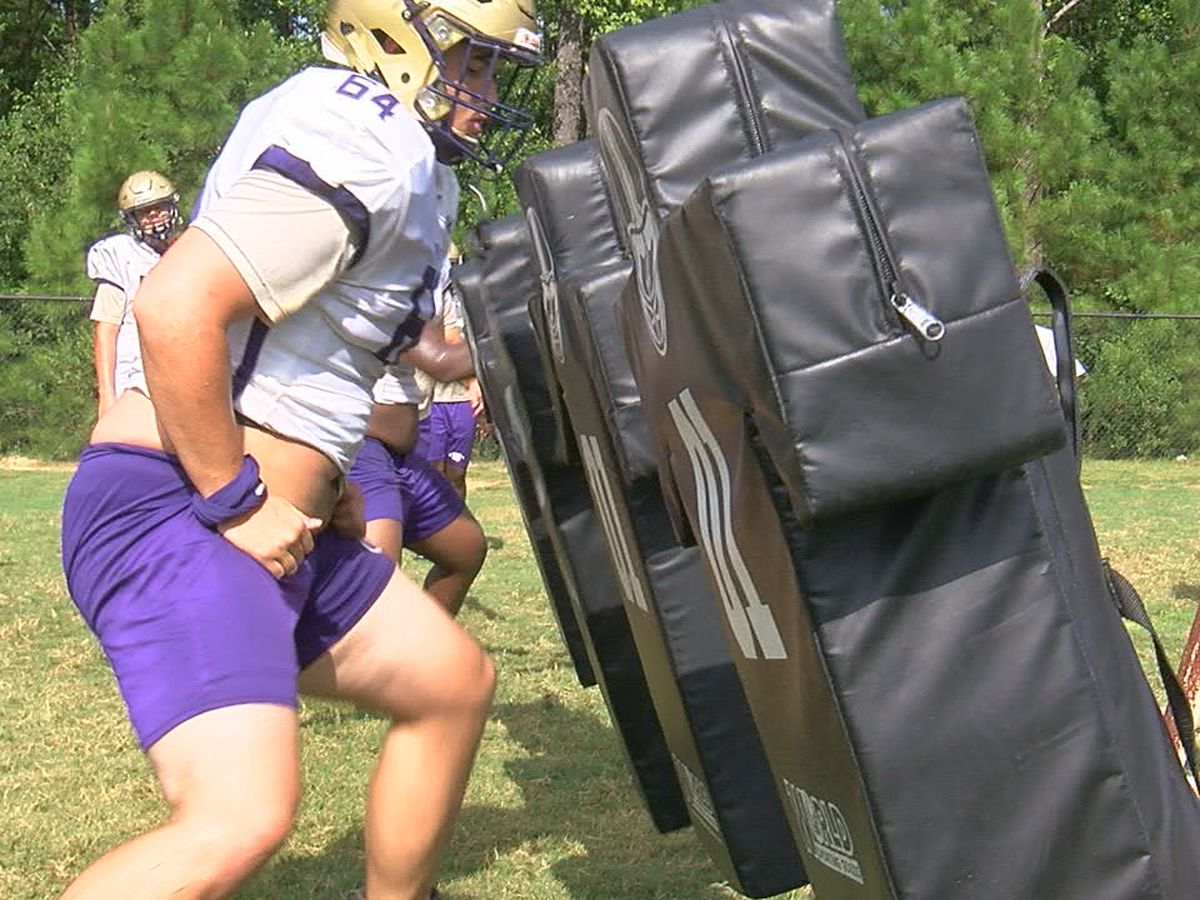 High School football teams practice in shells for first time since last fall