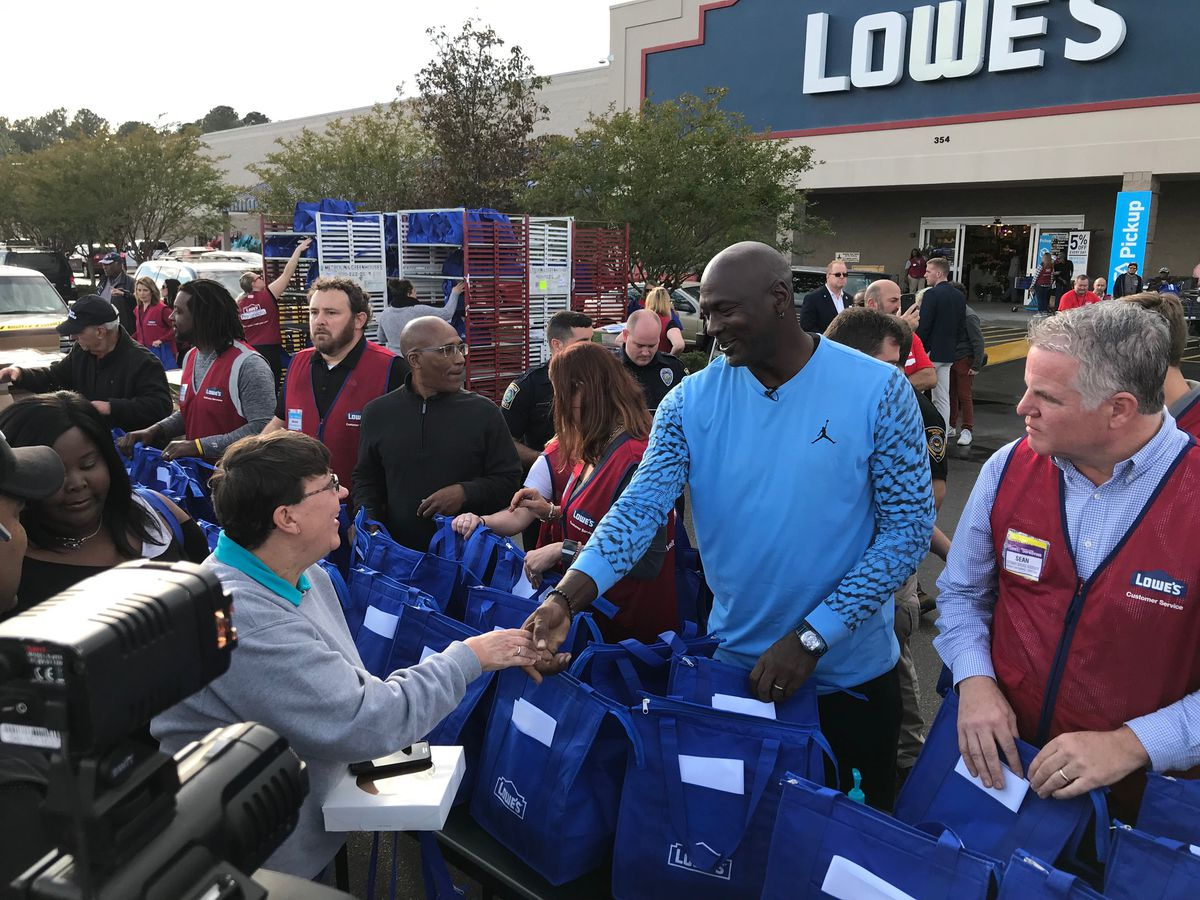 NBA legend Michael Jordan delivers Thanksgiving meals, makes surprise visit to Community Boys and Girls Club in Wilmington
