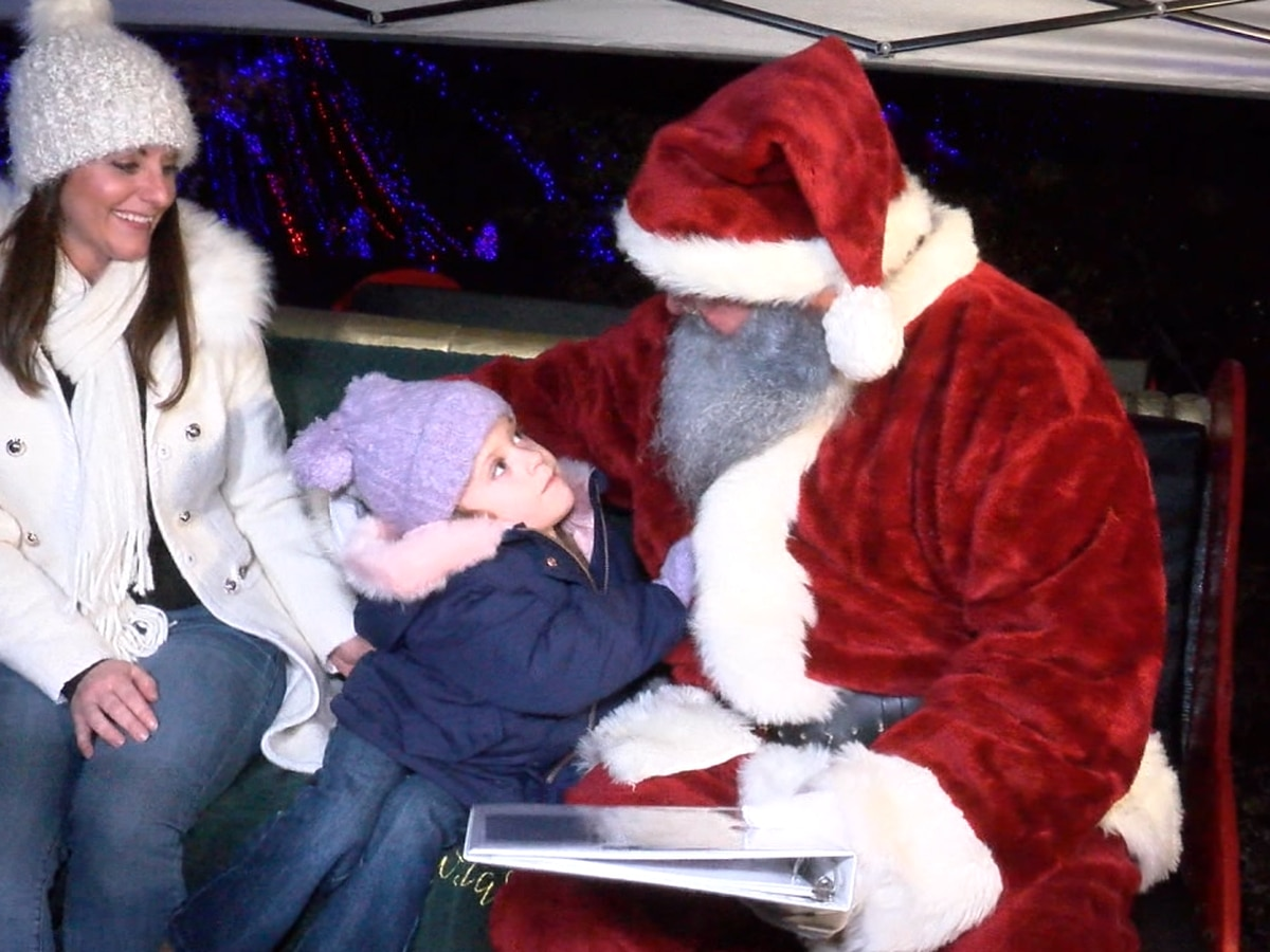 4-year-old gifted with adaptive playset during Christmas light show