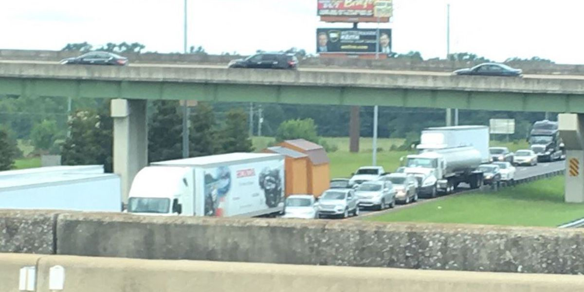 Traffic moving again on I-20/59 in Tuscaloosa following