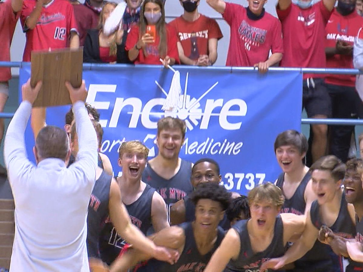 Oak Mountain beats Hoover to advance to Final Four