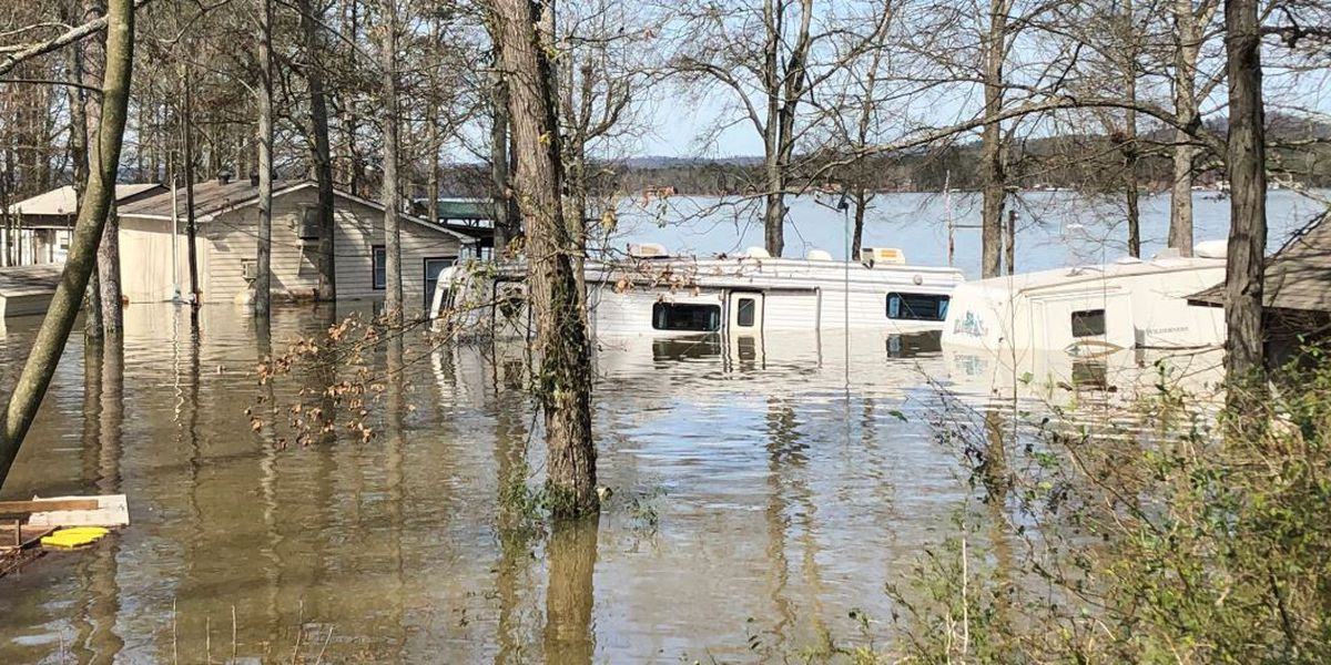 Weiss Lake flooding brings pollution, water hazards