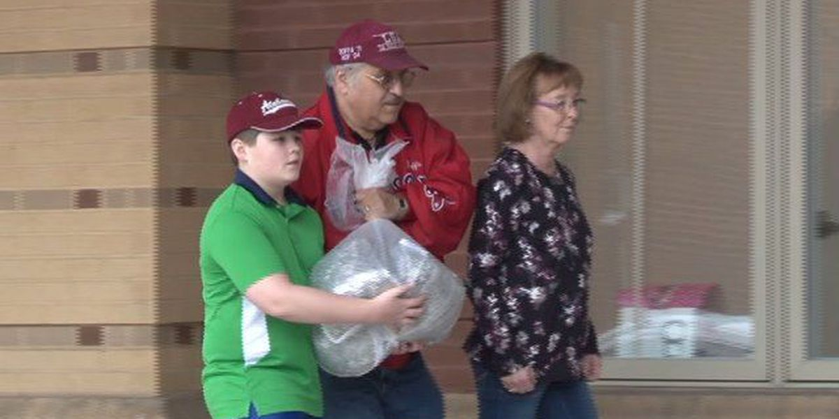 Gardendale couple donates 17 pounds of pop tabs to Ronald McDonald House