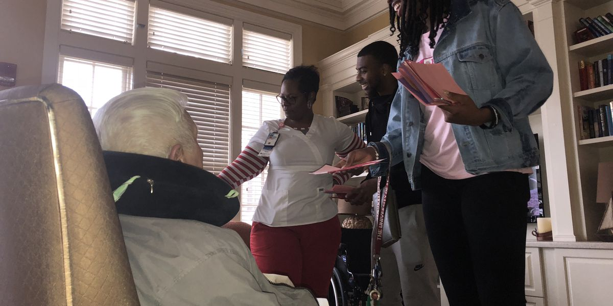 UA student athletes visit veterans during Salute to Veterans Week