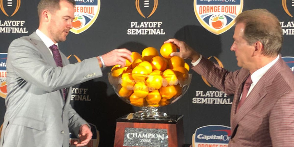 How many oranges are in the Orange Bowl trophy?