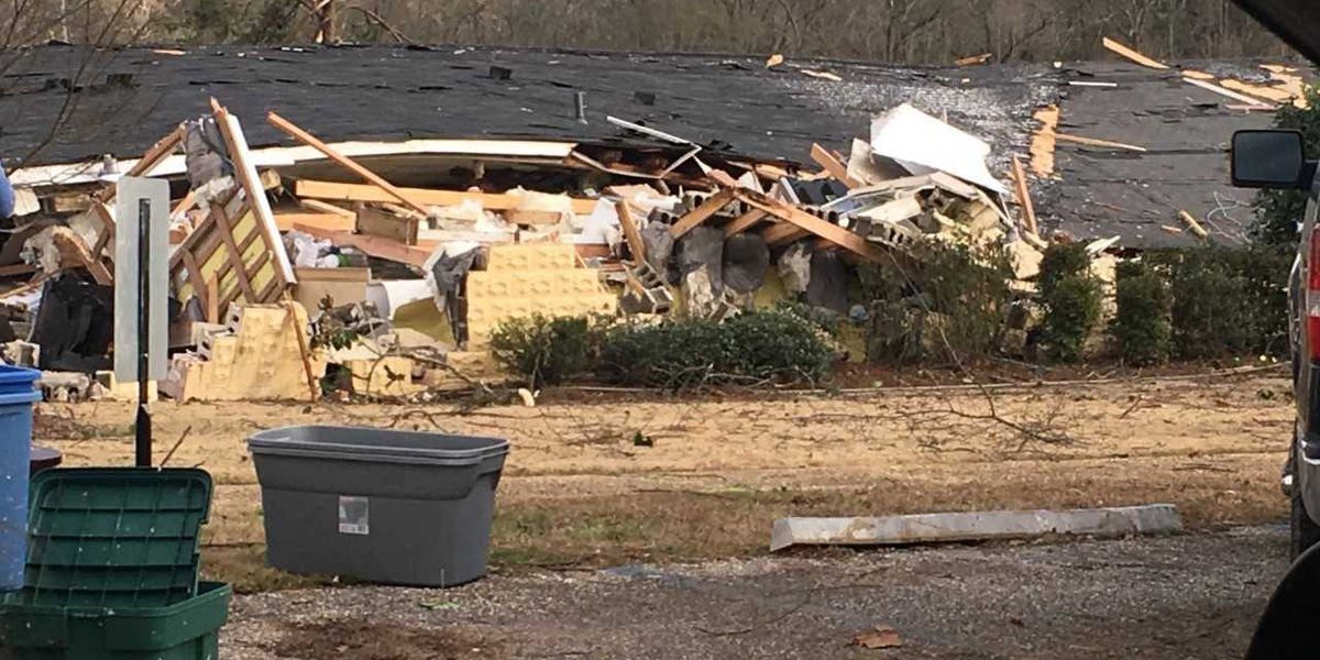 Volunteers flock to Wetumpka to help tornado clean-up