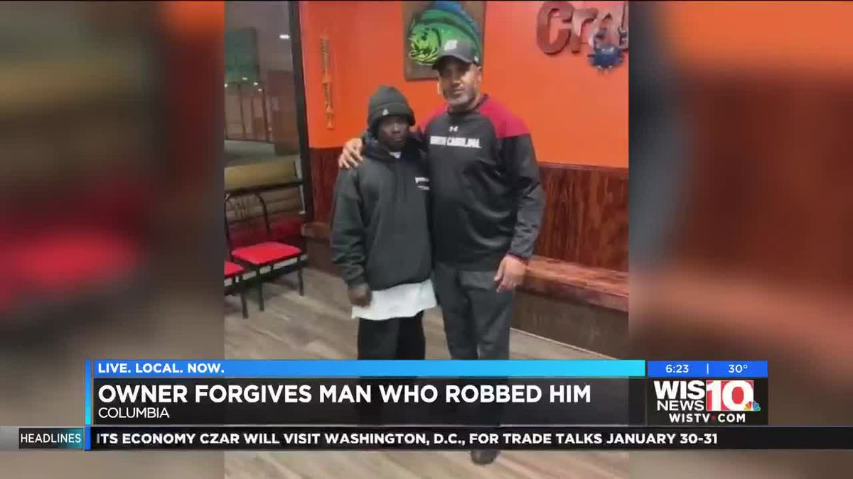 'Forgiveness is better:' SC restaurant owner poses with man who robbed business