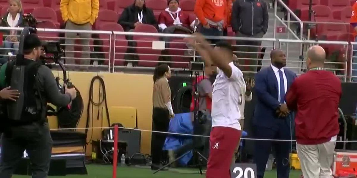 Tua Tagovailoa warms up for the CFP national championship game