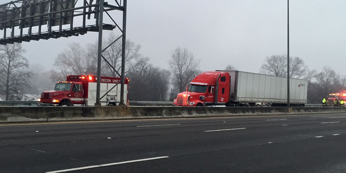 18-wheeler wreck, fuel spill closes lane on I-20/59 SB in Fairfield