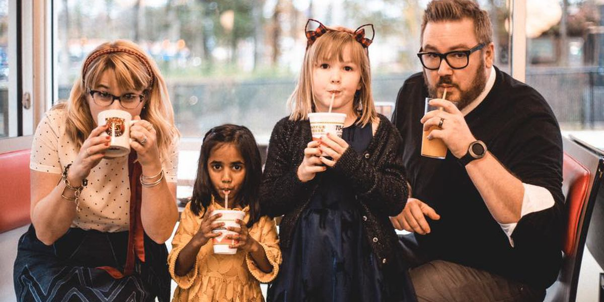 Helena family takes Christmas photos at Waffle House and they are epic