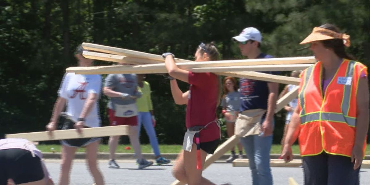 Auburn, Alabama put aside rivalry on anniversary of 2011 tornado