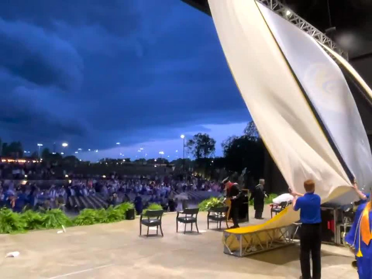 Powerful winds at Snead State's graduation ceremony