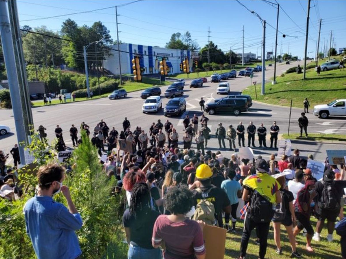Several people arrested in protest and march in Hoover, one officer has minor injuries