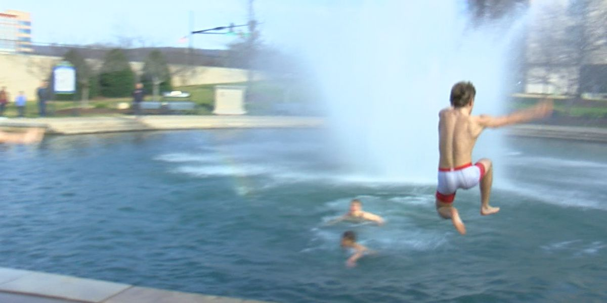 Watch! Thompson wrestling team jumps into fountain to celebrate another wrestling championship